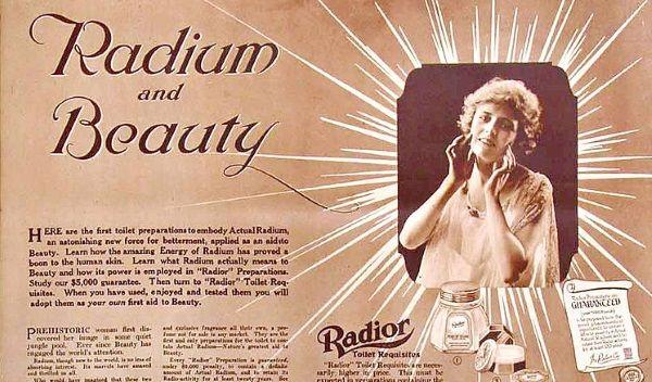 """Radior był popularnym prepatarem, który miał dodać """"radioaktywnego blasku"""". Reklama z 1918 roku. (fot. domena publiczna)."""