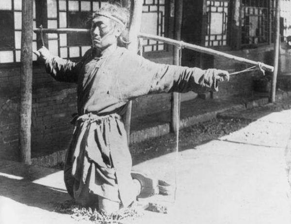 Wiezień chińskiego obozu pracy.