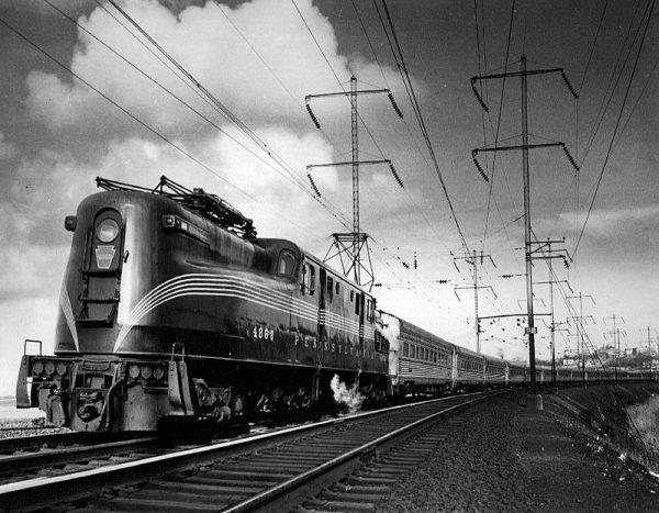 Pennsylvania Railroad Company, czyli amerykańska kolej klasy I została założona w 1846 roku. Z biegiem lat połączyła się z ok. 800 liniami kolejowymi innych firm, stając się ówcześnie największą na świecie korporacją notowaną na giełdzie, o budżecie większym niż budżet USA! Nic dziwnego, że Carnegie - jako uczestnik przedsięwzięcia - szybko się na nim wzbogacił.