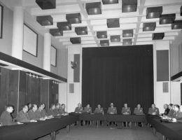 AGAD_Posiedzenie_Wojskowej_Rady_Ocalenia_Narodowego-min