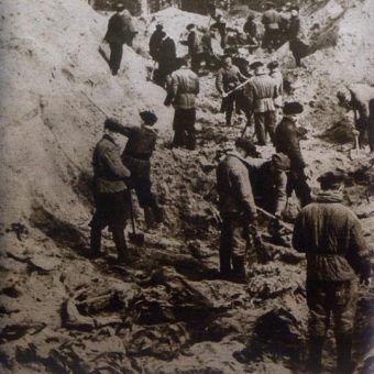 Ekshumacji ciał polskich oficerów zamordowanych przez NKWD w Katyniu. To między innymi dzięki informacjom zdobytym przez Henryka Troszczyńskiego odnaleziono groby polskich oficerów.