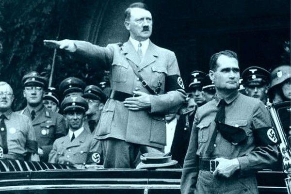 Zastępca Hitlera był ślepo oddany swojemu wodzowi. Jednocześnie okazał się człowiekiem niezwykle naiwnym.