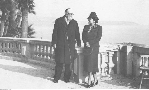 Książę Michał Radziwiłł z narzeczoną Judytą Suchestow na tarasie w Monte Carlo w 1938 roku. O romansie magnata z młodszą o ponad 30 lat Żydówką pisała nie tylko krajowa, ale i zagraniczna prasa.