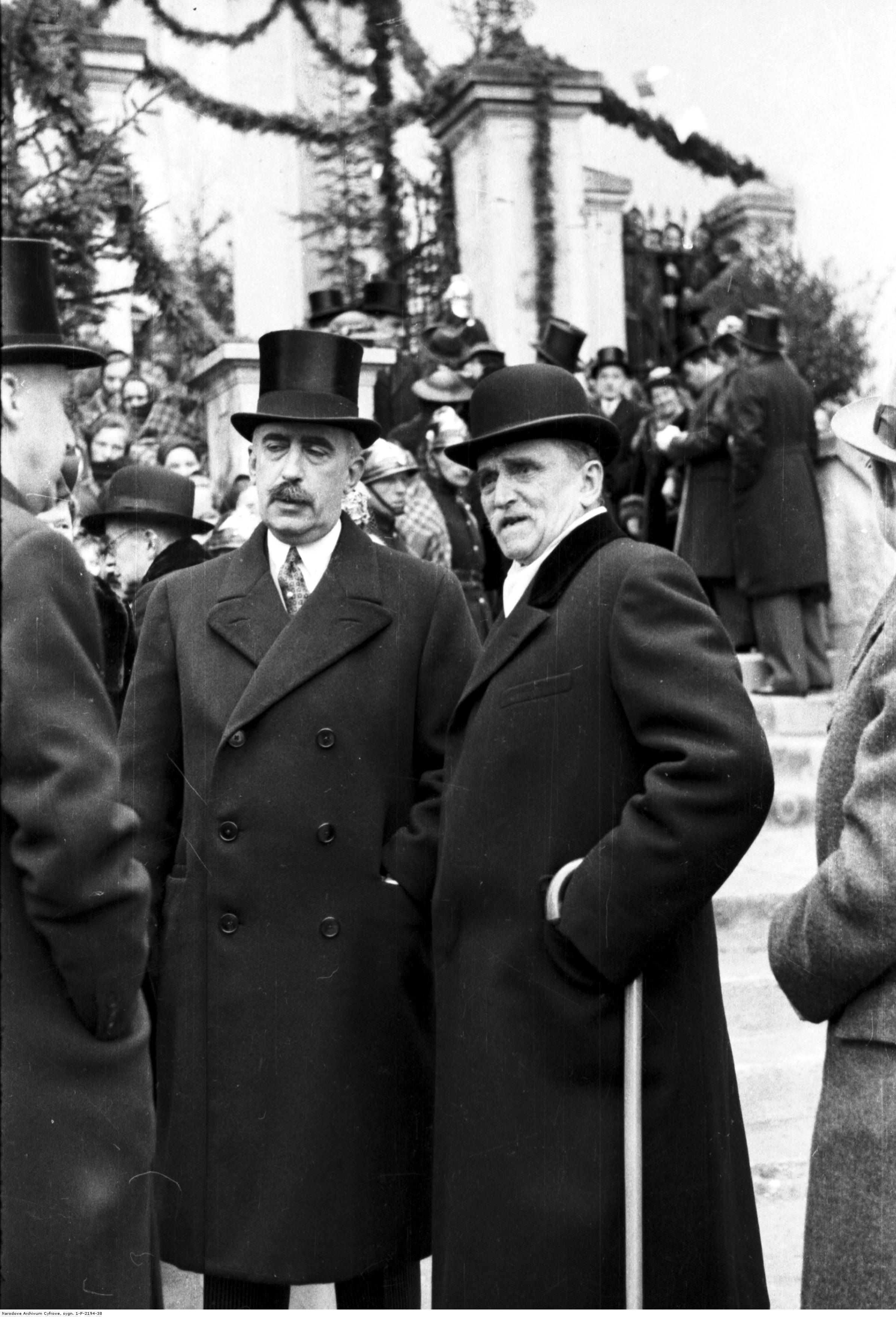 Wśród Radziwiłłów byli nie tylko zdrajcy, szaleńcy, utracjusze czy stręczyciele. Najpotężniejszy ród w historii Polski wydał także wybitnych polityków i patriotów jak Janusz Radziwiłł, który nie wahał się interweniować u Göringa, aby uwolnił on profesorów UJ, uwięzionych w czasie wojny. Na zdjęciu po lewej z księciem Zdzisławem Lubomirskim (po prawej) z 1938 roku.