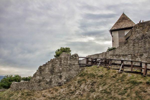 Ruiny zamku w Wyszehradzie. Zdjęcie współczesne (fot. Peter89ba; CC0)
