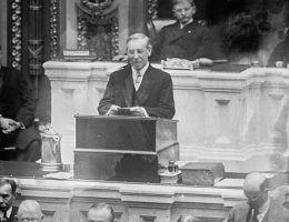 Zarówno Woodrow Wilson, jak i Franklin Delano Roosevelt obejmowali urzędy na długo przed wybuchem światowego konfliktu.
