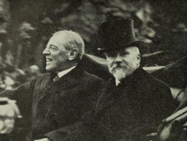 Wilson był w Paryżu witany z wszelkimi honorami. Na zdjęciu z prezydentem Francji, Raymondem Poincaré.