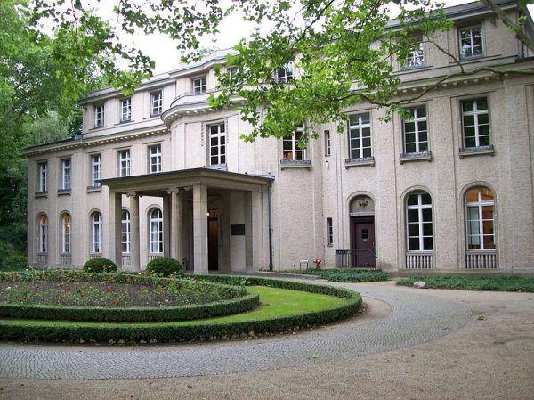 Narada, podczas której urzędnicy III Rzeszy roztrząsali, kogo należy uznać za Żyda, obywała się w pięknie położonej podberlińskiej willi.