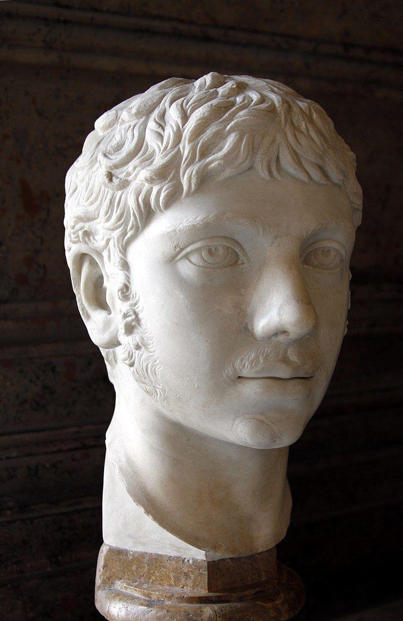 Heliogabal urodził się w Syrii, w rodzinie najwyższych kapłanów boga słońca Baala. Jego matka i babka skutecznie wmówiły Rzymowi, że jest on synem Karakalli, poprzedniego cesarza. Na zdjęciu popiersie Heliogabala znajdujące się w Palazzo Nuovo w Rzymie.