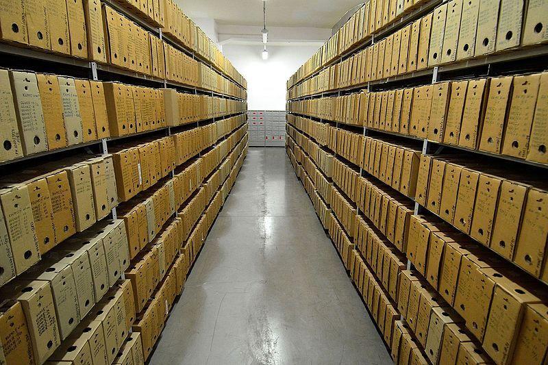 Archiwum w dawnej siedzibie IPN przy ul. Towarowej w Warszawie. To właśnie pion archiwalny odpowiedzialny jest za ewidencjonowanie, gromadzenie, przechowywanie a także opracowywanie i zabezpieczanie wszelkich dokumentów organów bezpieczeństwa państwa.