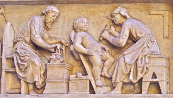 Obrzezanie kojarzy nam się dziś głównie z aktem religijnym występującym w judaizmie. Okaleczenia narządów płciowych dokonywali jednak także starożytni Grecy i Rzymianie, uznając to za jeden ze środków zapobiegania ciąży.