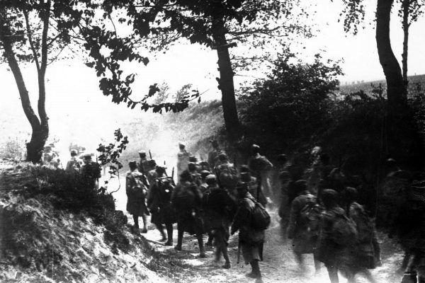 Legioniści pod Konarami. Maj 1915 roku.
