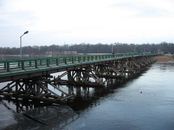 Po dokonaniu morderstwa spiskowcy związali Rasputina i zawieźli nad Newę, gdzie zrzucono jego ciało z mostu (na zdjęciu).