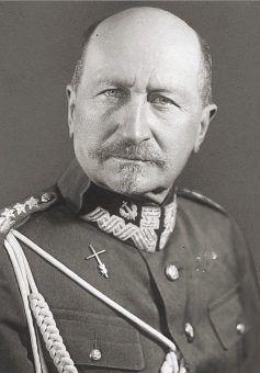 Józef Dowbor-Muśnicki, ojciec Janiny, był zasłużonym oficerem Wojska Polskiego.
