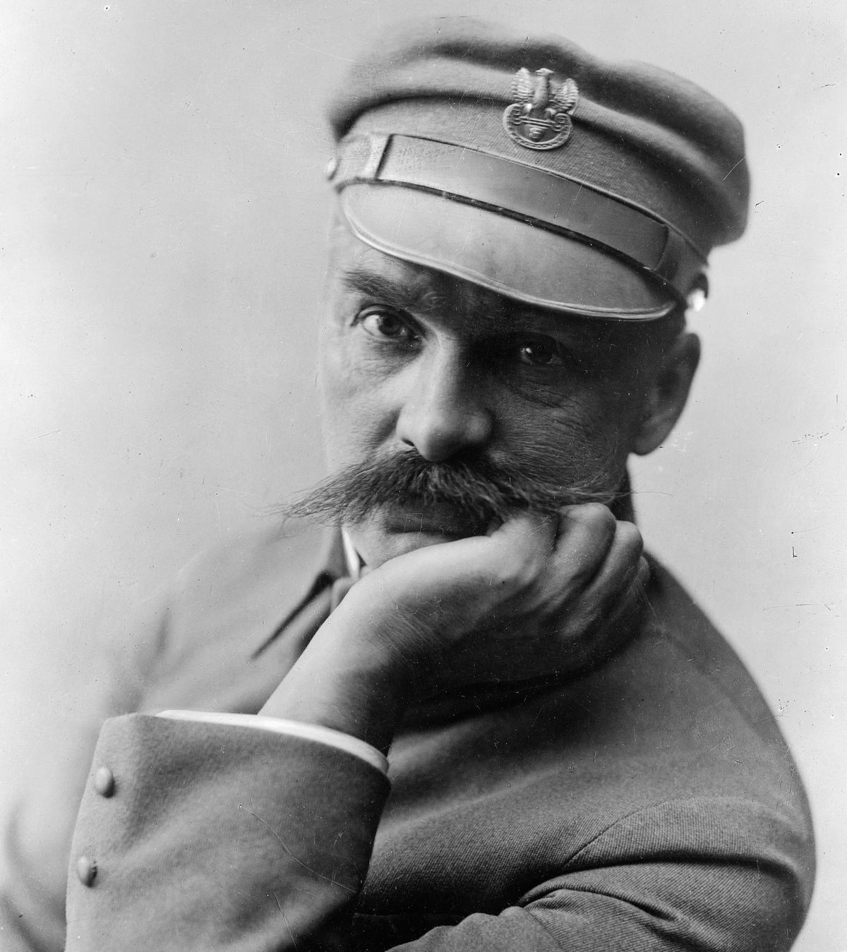 Józef Piłsudski nigdy nie został dowódcą Legionów Polskich. Stał na czele jedynie I Brygady.