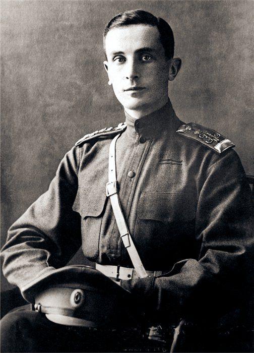 """Książę Feliks Feliksowicz Jusupow przeszedł do historii dzięki udziałowi w zabójstwie Rasputina. Napisał o tym nawet dwie książki """"Koniec Rasputina"""" (1927) oraz """"Wspomnienia"""" (1953)."""