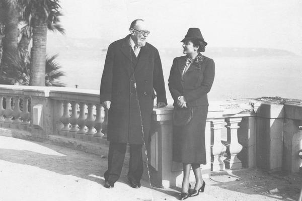 Książę Michał Radziwiłł z narzeczoną Judytą Suchestow na tarasie w Monte Carlo w 1938 roku. O romansie magnata z młodszą o ponad 30 lat Żydówką pisała nie tylko krajowa, ale i zagraniczna prasa. fot.NAC/ domena publiczna Książę Michał Radziwiłł z narzeczoną Judytą Suchestow na tarasie w Monte Carlo w 1938 roku. O romansie magnata z młodszą o ponad 30 lat Żydówką pisała nie tylko krajowa, ale i zagraniczna prasa.