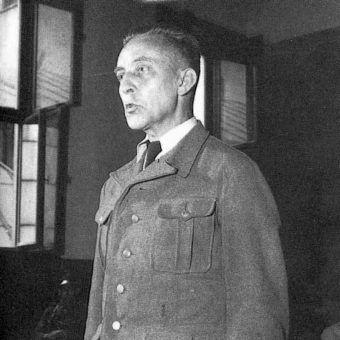 Jürgen Stroop zeznaje przed polskim sądem. Zdjęcie z lipca 1951 roku.