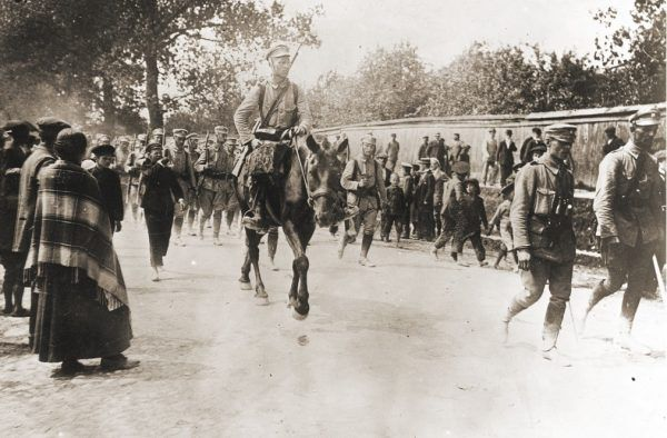 12 sierpnia 1914 roku Kompania Kadrowa wkroczyła do Kielc. Szybko jednak musiała się wycofać przed nadciągającymi Rosjanami.