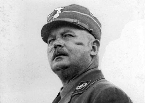 Heydrich, by przysłużyć się Hitlerowi i Himmlerowi, preparował dowody zdrady szefa SA, Ernsta Röhma.