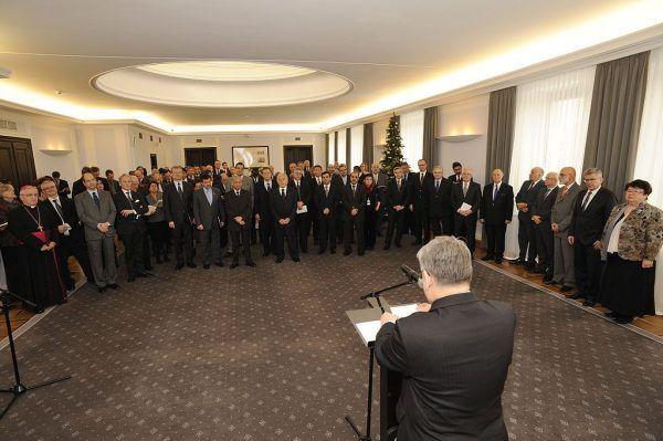 Przebudowa korpusu dyplomatycznego po przełomie 1989 roku była dla władz nie lada wyzwaniem.