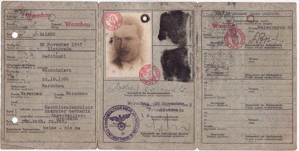 Kenkarty były dokumentami tożsamości wydawanymi obligatoryjnie przez okupacyjne władze niemieckie wszystkim nieniemieckim mieszkańcom GG, którzy ukończyli 15 lat. Polska konspiracja fałszowała je dla uratowanych Żydów.