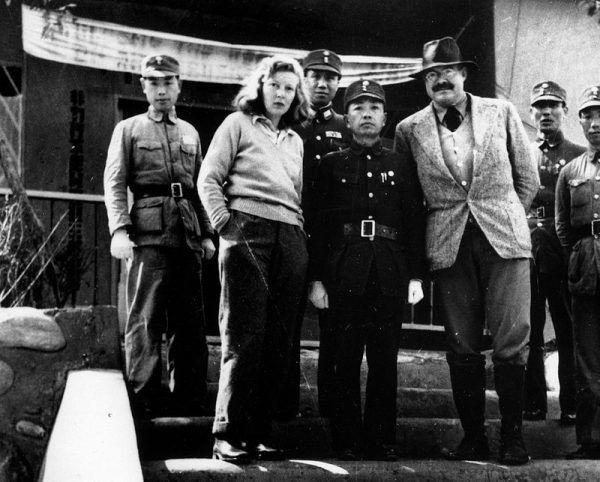 Do pozyskania Hemingwaya doszło przed jego podróżą do Chin w 1941 roku.