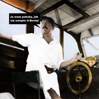 """Ernest Hemingway na pokładzie łodzi """"Pilar"""", którą chciał wykorzystać do zatapiania U-Bootów."""