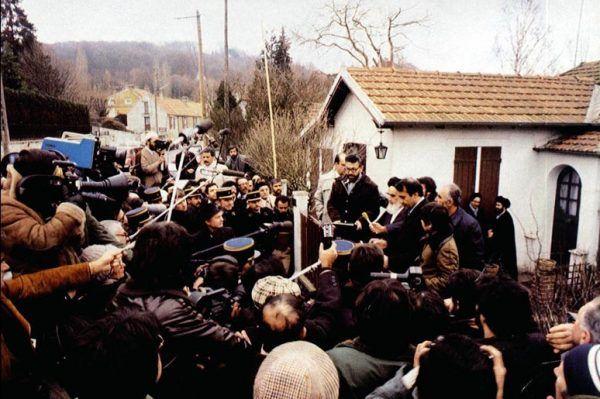 Chomejni na emigracji zdobył wielu sympatyków. Zachodnie media widziały w nim bojownika o wolność i demokrację.