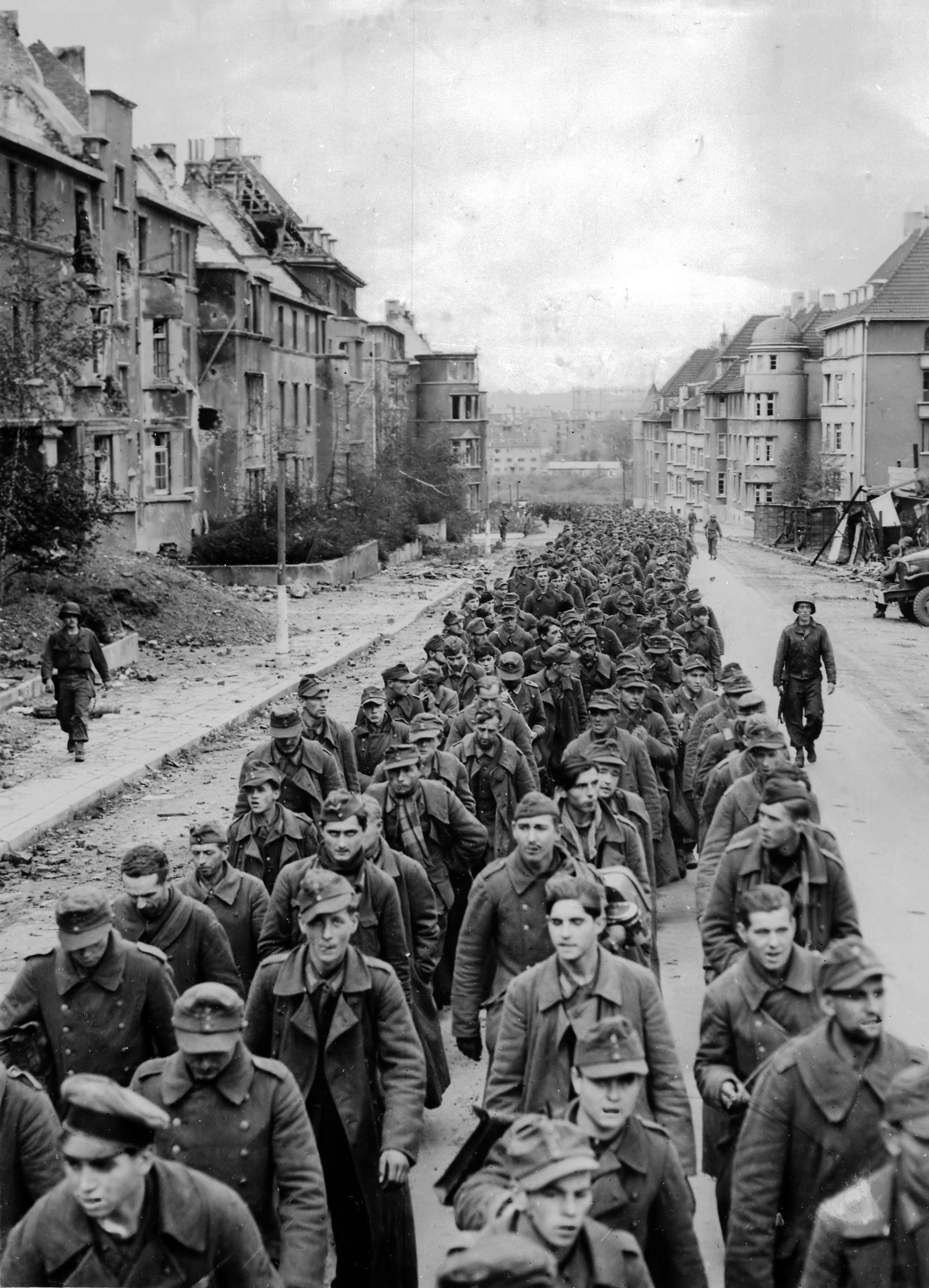 Polaków siłą wcielonych do armii niemieckiej często wyławiano spośród jeńców wojennych i następnie wcielano do wojska polskiego.