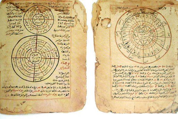 Gdy Timbuktu znalazło się w granicach imperium Songhaju, stało się prawdziwym miastem uczonych. Na zdjęciu słynne manuskrypty, uratowane w XXI wieku przez kilku odważnych bibliotekarzy przed dżihadystami.