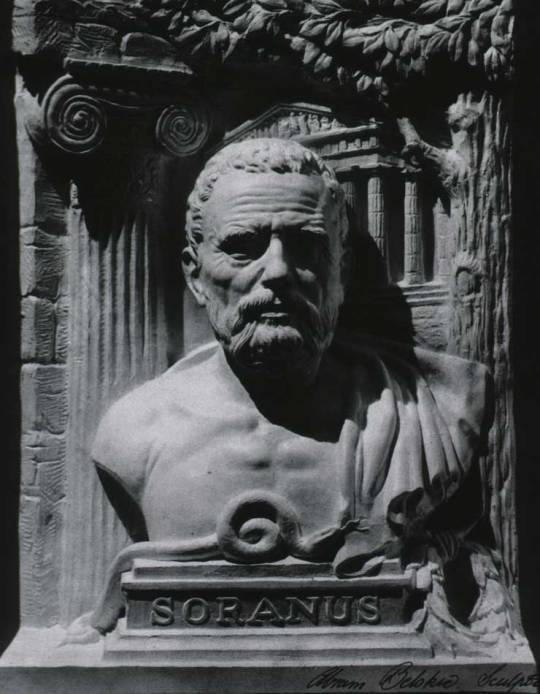 Soranus z Efezu był jednym z prekursorów położnictwa, ginekologii i pediatrii. Zgodnie z ówczesnymi poglądami wiązał histerię z zaburzeniami funkcji macicy. Wiele jednak z jego praktycznych porad przetrwało próbę czasu.