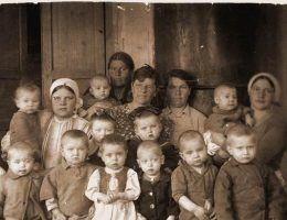 Los dzieci podążających na Syberię za skazanymi rodzicami oraz tych, które dopiero tam się narodziły był prawdziwym koszmarem.