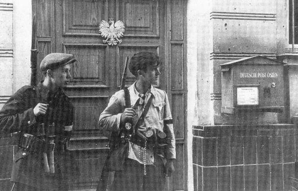 """Żołnierze AK podczas akcji """"Burza"""" w Lublinie, lipiec 1944."""