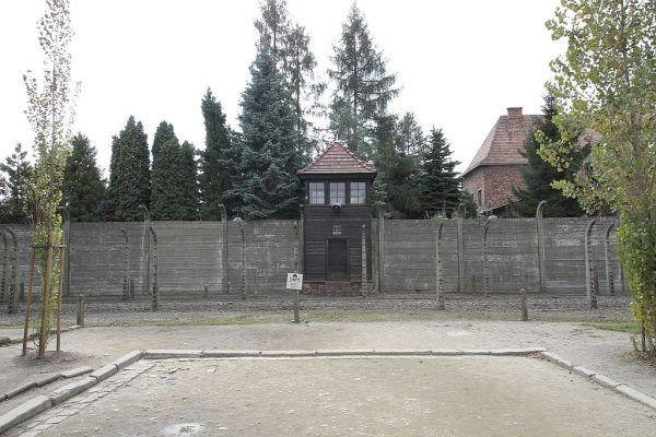 Dom publiczny otwierano wieczorem, w porze, w której więźniowie wracali do swoich baraków.