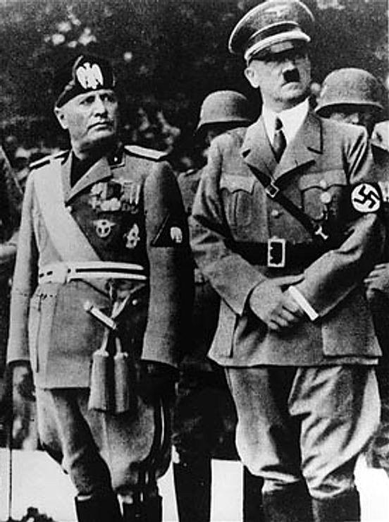"""Zarówno faszystowskie Włochy, jak i hitlerowskie Niemcy były dla Polaków w międzywojniu wzorem """"państw dynamicznych"""". Na zdjęciu Mussolini i Hitler."""