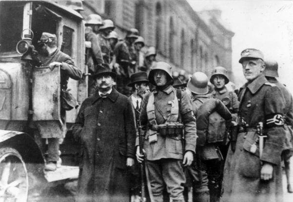 W Hitlerze większość widziało głównego ideologa nazizmu. Nie Polacy w międzywojniu, którzy uważali, że kanclerz... zgapił od Polaków. Na zdjęciu pucz monachijski.