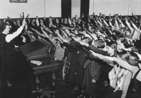 W szkole Hitlera dzieci był wychowywane na idealnych nazistów. Na naukę ortografii raczej nie kładziono tam nacisku.