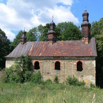 Królik Wołoski ruiny cerkwi opuszczonej przez przesiedleńców (fot. APN-PL, lic. GNU FDL)