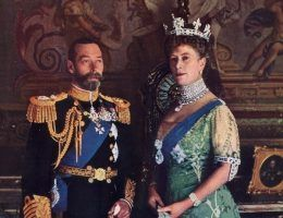 Brylanty podkreślały potęgę władców Wielkiej Brytanii. Na zdjęciu król Jerzy V z żoną Marią w której koronie błyszczy Koh-i-noor. Jej naszyjnik zdobi Cullinan I zaś broszę Cullinan.