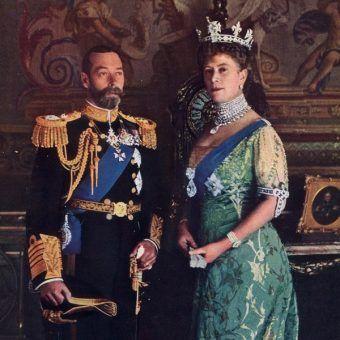 Brylanty podkreślały potęgę władców Wielkiej Brytanii. Na zdjęciu król Jerzy V z żoną Marią w której koronie błyszczy Koh-i-noor. Jej naszyjnik zdobi Cullinan I zaś broszę Cullinan II.