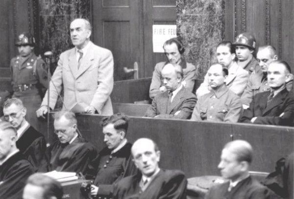 Inicjatorem powstania domów publicznych w obozach koncentracyjnych był Oswald Pohl, główny zarządca systemu KL. Zdjęcie z procesu norymberskiego.