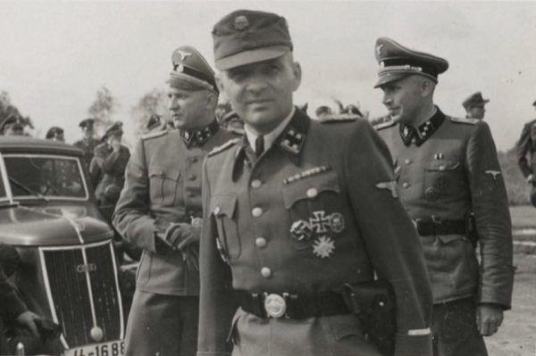 Komendant Auschwitz Rudolf Höss rozkazał wykorzystywać, jako nawóz w swoich przyobozowym ogródku prochy ofiar Holokaustu.