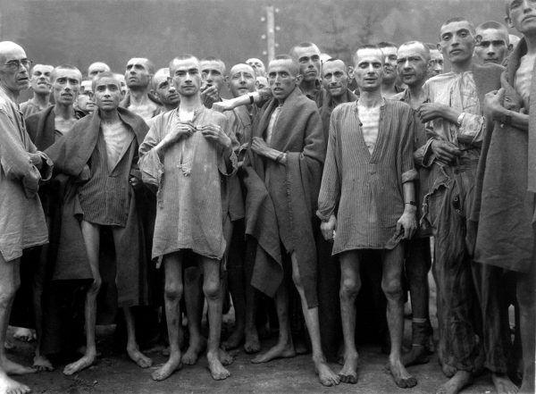 Kapo byli panami życia i śmierci więźniów, których nadzorowali. Na zdjęciu ocaleli z Ebensee.