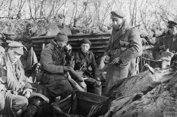 W latach 1914-1918 żołnierze musieli stawić czoła wielkiemu natężeniu walk i ogromnej ilości wyrafinowanych środków bojowych. Na zdjęciu 1 Batalion Honorowej Kompanii Strzeleckiej pod Ypres, 1915 rok.