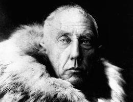 800px Amundsen in fur skins min