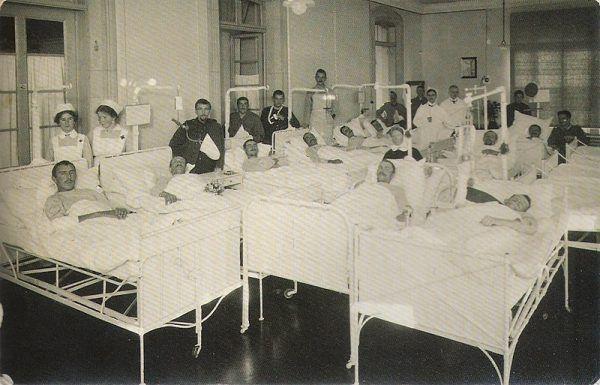 Niemieckim żołnierzom, cierpiącym na nerwicę frontową, w miejsce leczenia oferowano brutalną metodę Kaufmanna. Zdjęcie poglądowe.