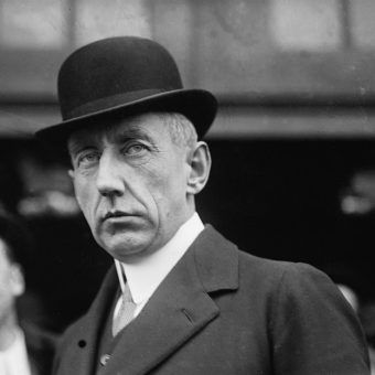 Badacz i odkrywca, który już za życia stał się legendą. Kim był Amundsen i jak zdobył biegun?