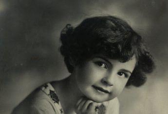 Anonimowa dziewczynka na fotografii sprzed 1939 roku.