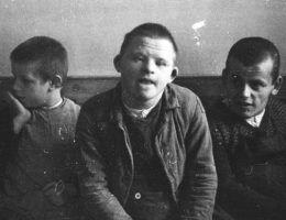 """Wszyscy chorzy psychicznie podlegali w III Rzeszy przymusowej sterylizacji. Nazistowska eugenika zakładała całkowitą eliminacje """"ułomności"""" z procesu dziedziczenia."""
